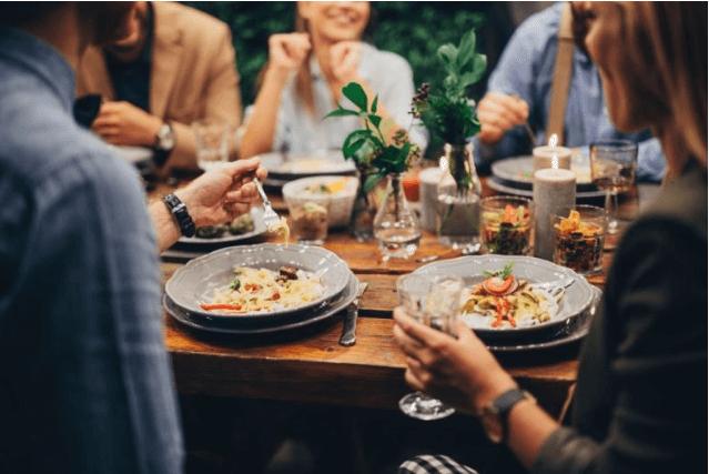 Website nhà hàng giúp thu hút khách hàng tốt hơn